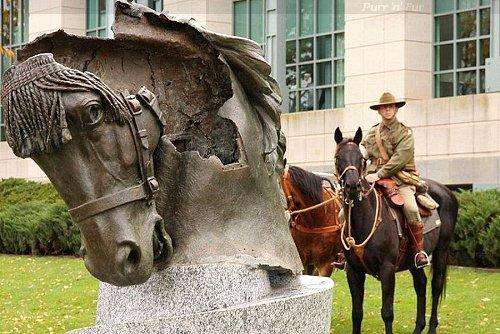 Purr-n-Fur UK   Wartime   Memorials to Animals in War
